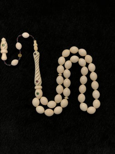 Safir, Yakut ve Zümrüt İşlemeli, Oyma İmame 11x14mm Ölçülerinde Özel Koleksiyonluk Fil Dişi Tesbih